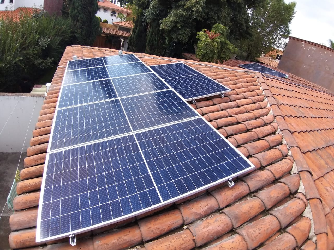 Sistema de Paneles Solares sobre Tejado en Puebla Mexico